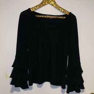 Nytt bell sleeve black sweater